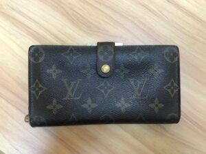 ブランド品&金・プラチナ買取マート岡崎店で買取したルイヴィトンの財布です。