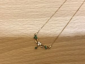 ブランド品&金・プラチナ買取マート豊田ギャザ店で買取した貴金属、18金エメラルドネックレスです。