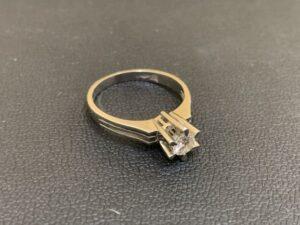 ブランド品&金・プラチナ買取マート岡崎店で買取したダイヤ付きプラチナリング
