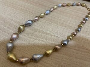 ブランド品&金・プラチナ買取マート豊田ギャザ店で買取した貴金属、プラチナ 18金コンビネックレスです