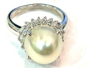 ブランド品&金・プラチナ買取マート豊明店で買取したプラチナ製ダイヤ付きパールリング